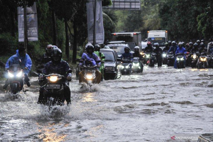 BNPB stations troops to handle floods in Jabodetabek