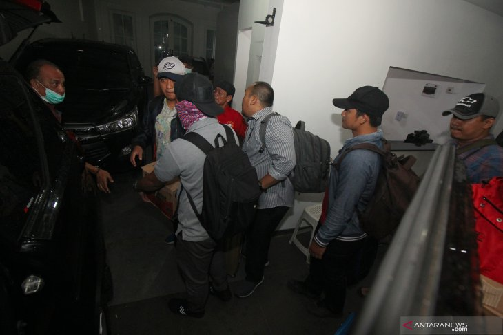 KPK datangi kantor advokat di Surabaya