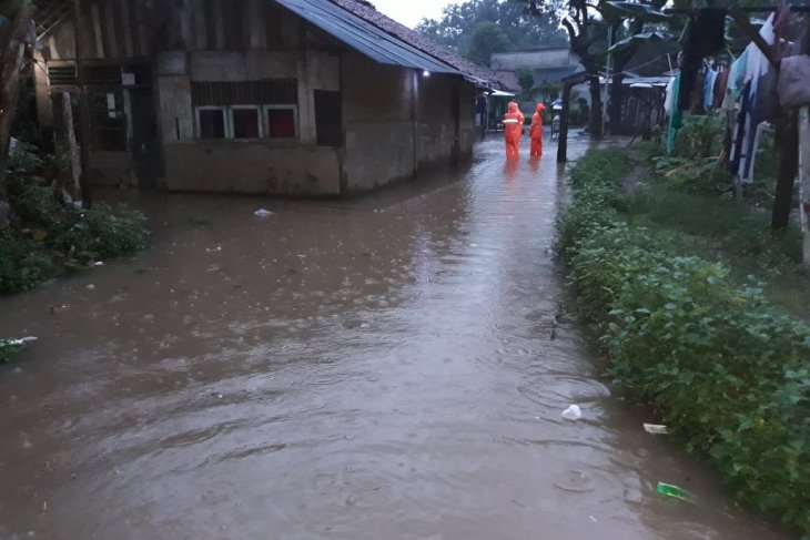 Incessant downpour inundates South Jakarta's several areas on Tuesday