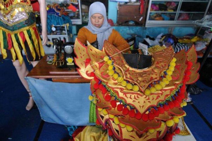 Kerajinan kostum tarian tradisional