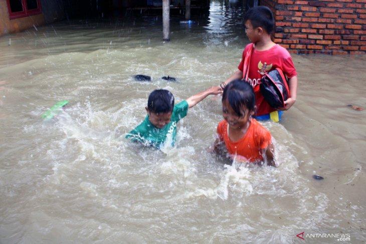 Sekolah libur karena banjir