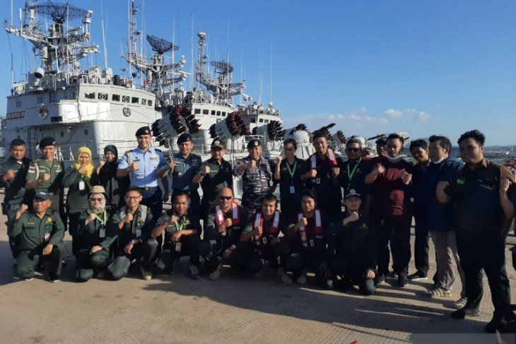 Navy helps evacuate Indonesians from MV World Dream