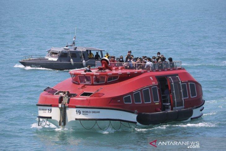 TNI AL fasilitasi evakuasi 188 WNI dari Kapal World Dream di Perairan Selat Durian