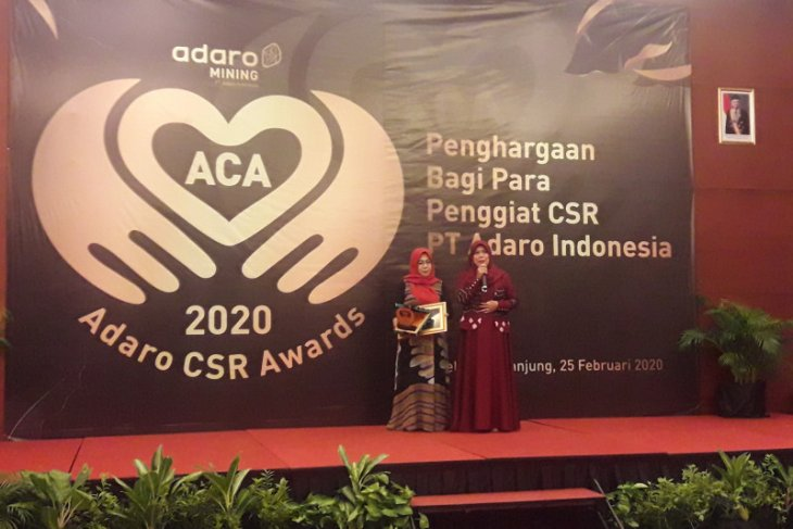 Adaro berikan penghargaan bagi 10 penggiat CSR