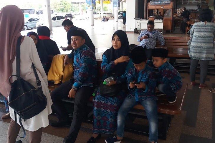 Biro perjalanan Sidoarjo belum terima informasi resmi penangguhan umrah