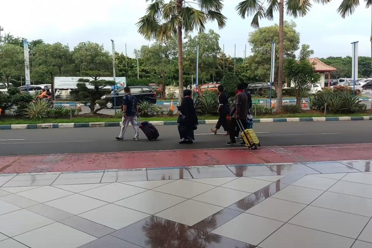 Jemaah umrah di Bandara Juanda kecewa batal berangkat (Video)
