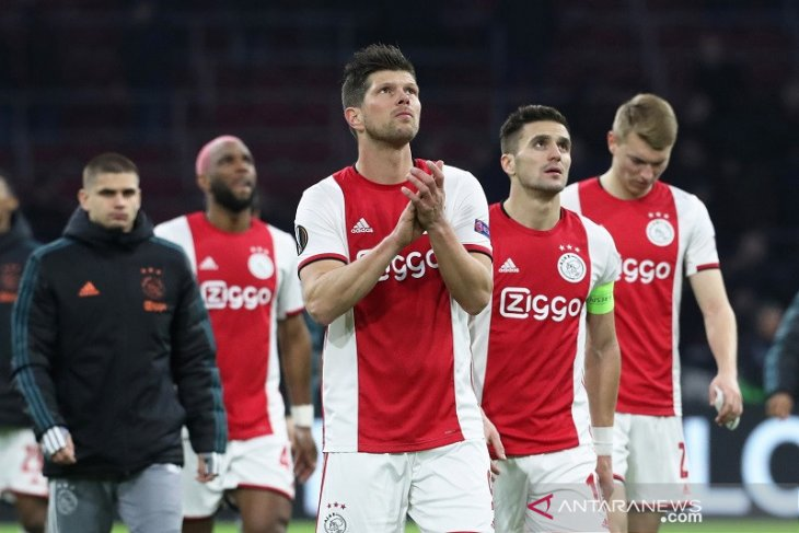 Ajax memperpanjang kontrak Huntelaar selama satu musim