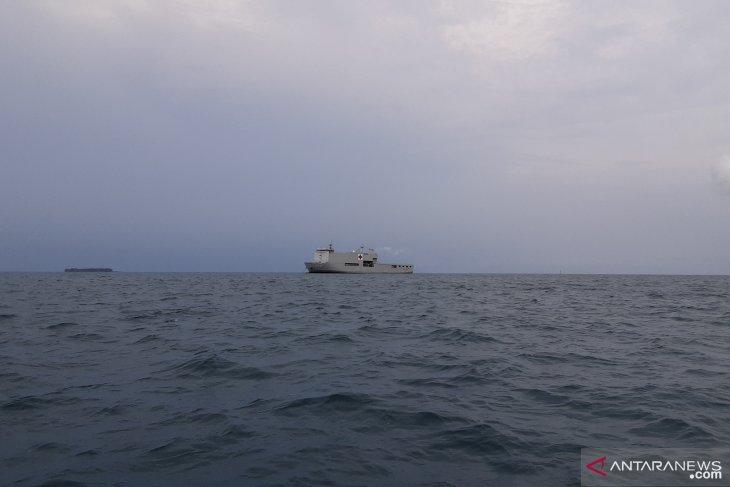 KRI dr Soeharso-990 tiba di Pulau Sebaru, langsung lego jangkar