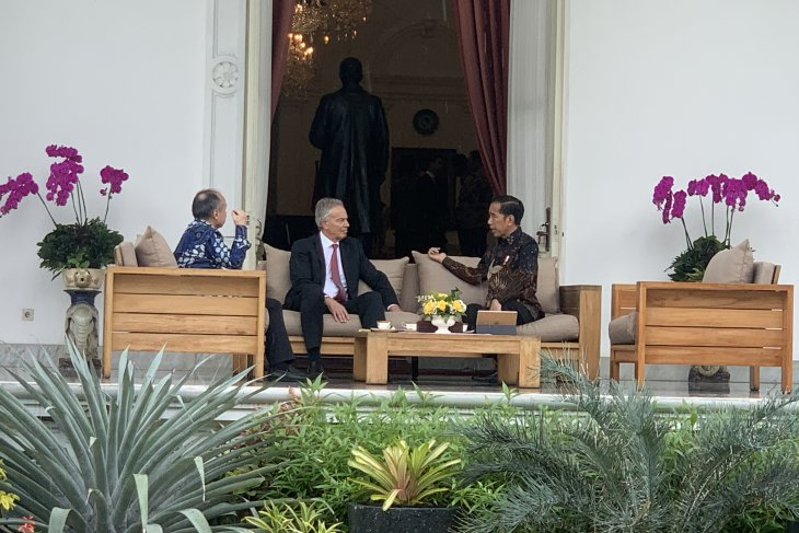 Jokowi meets Blair, Masayoshi to discuss new capital project