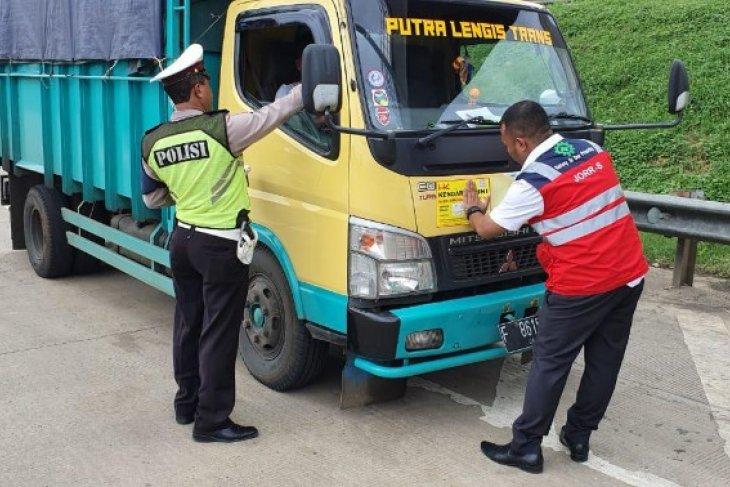 Hutama Karya terus razia kendaraan kelebihan beban di ruas tolnya