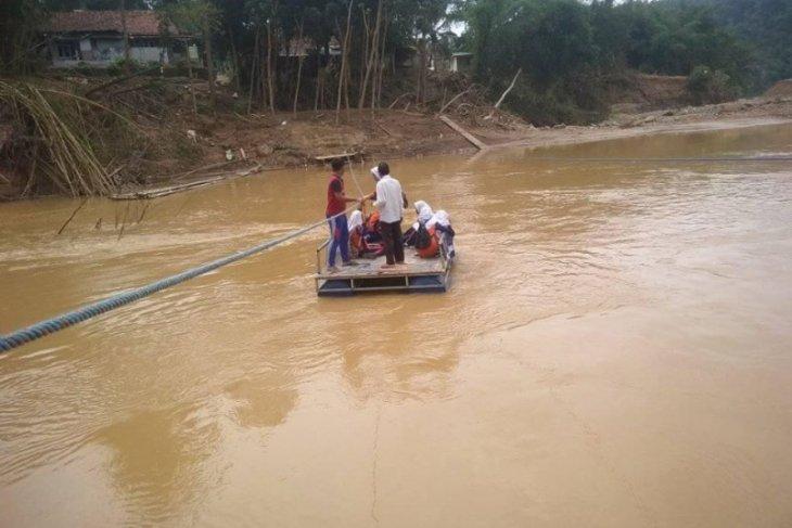 Masyarakat pedalaman Lebak dambakan jembatan permanen pasca-bencana