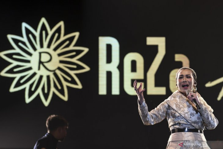 Penyanyi  Reza Artamevia ditangkap akibat penyalahgunaan narkoba