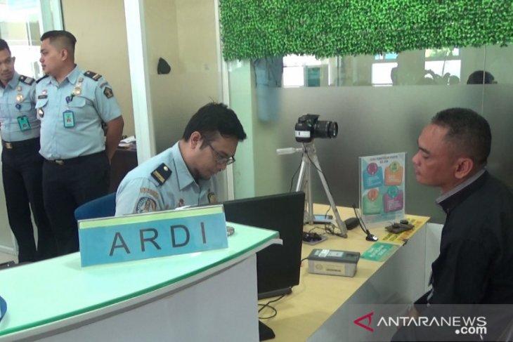 Kantor Imigrasi Sukabumi tunda pembuatan paspor puluhan warga, ini alasanya