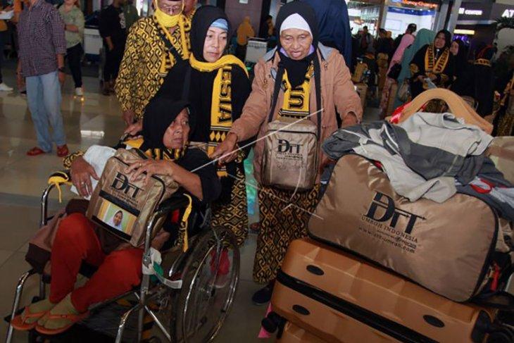 Biro perjalanan di Malang jadwal ulang keberangkatan jamaah umrah