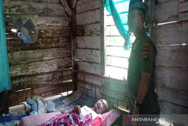 Polisi Bangka Barat salurkan santunan warga kurang mampu