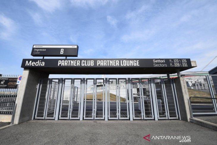Kurang dari 24 jam digelar, laga Juve vs Milan ditunda karena virus corona