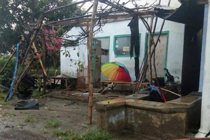 Puluhan rumah di Kediri rusak diterjang angin kencang