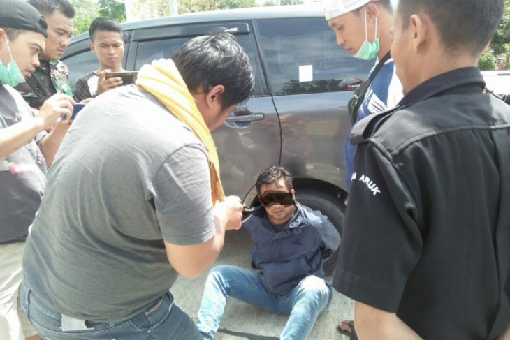 Malaysian citizen detained for drug possesion while crossing border
