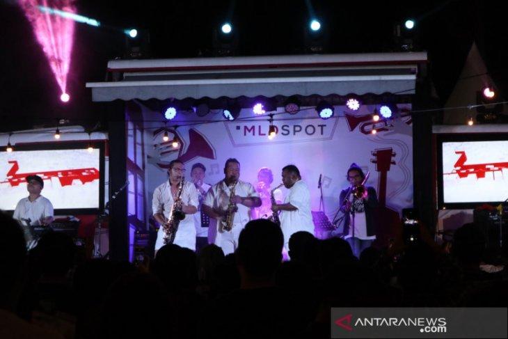 Hujan  tak padamkan semangat penonton Java Jazz 2020