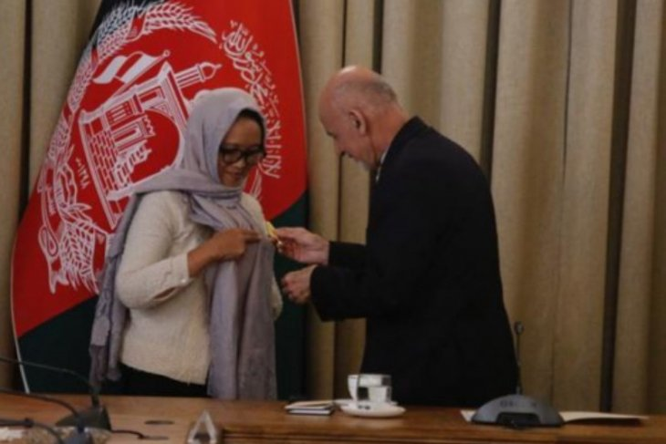 Afghanistan bestows medal of merit on Indonesian foreign minister