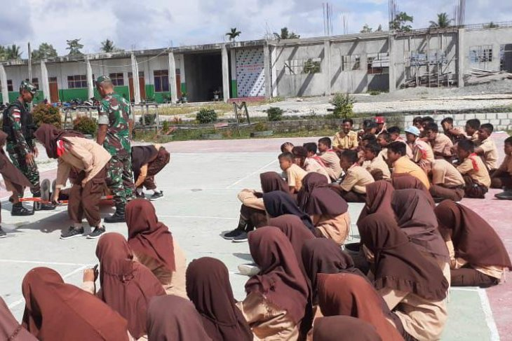 Students in Indonesia-PNG borders receive first aid training