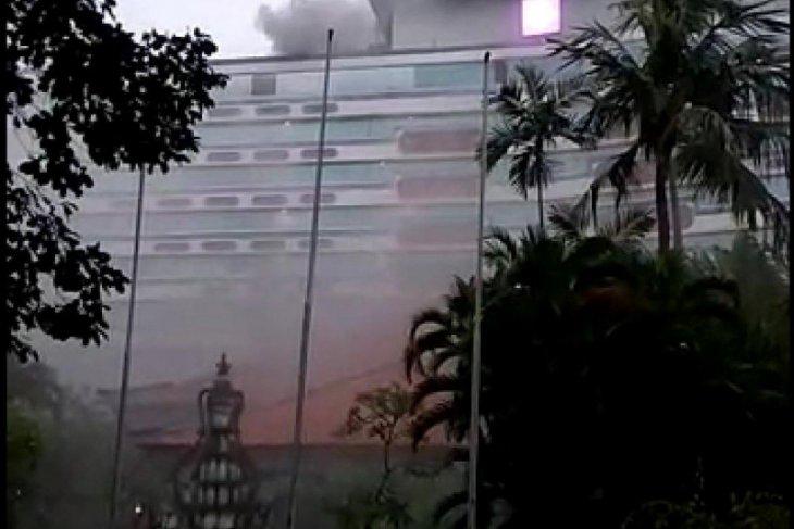 BPBD Denpasar kerahkan lima armada padamkan kebakaran di Hotel Bali Beach