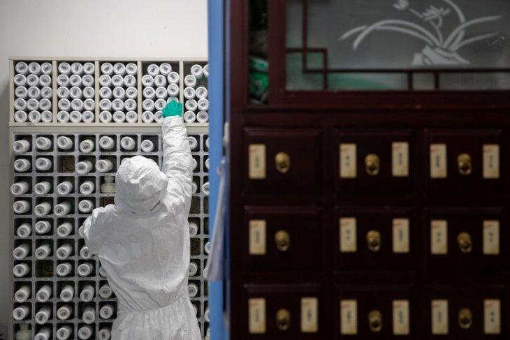 China laporkan penurunan terbanyak kasus baru Covid-19 sejak Januari