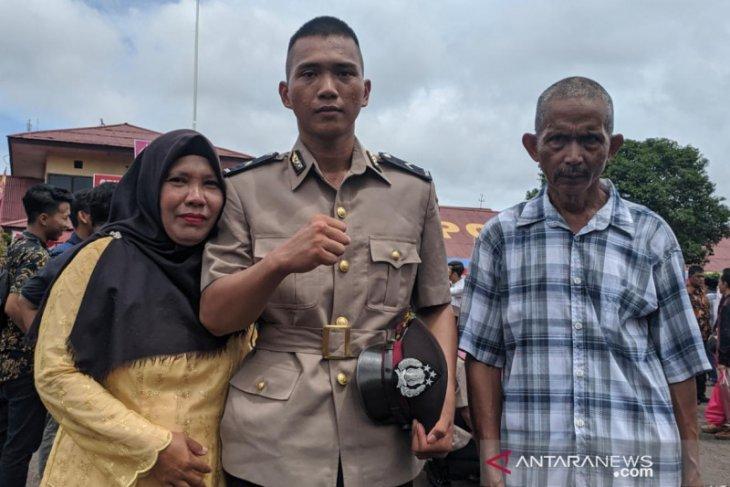 Muhammad Alhari anak petani berhasil lulus Bintara Polisi