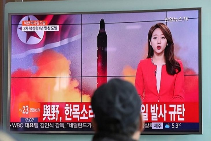 Korea Utara luncurkan rudal ke laut timur