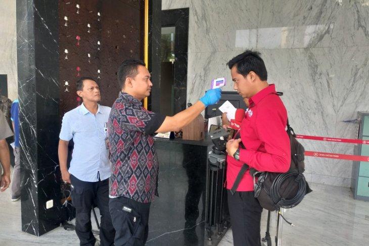 Istana Kepresidenan periksa suhu tubuh setiap tamu dan pejabat antisipasi  virus COVID-19