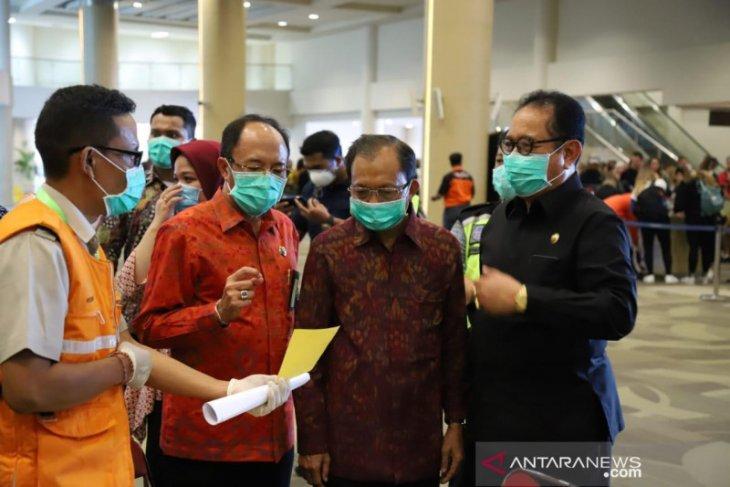 Gubernur minta 'stakeholder' bandara jalankan pelayanan sesuai SOP