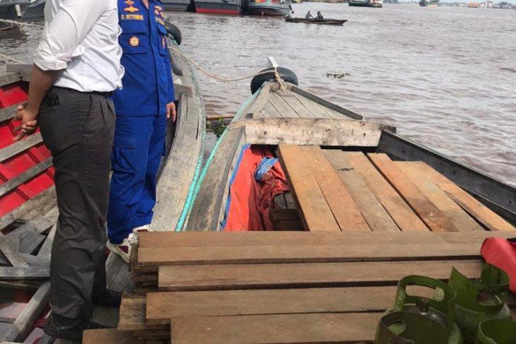 Ditpolair amankan ratusan batang kayu olahan ilegal