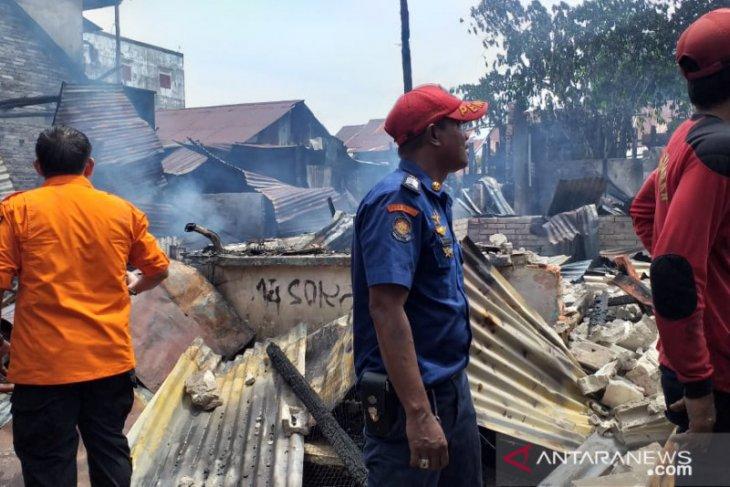 Kebakaran hanguskan lima rumah di pusat kota Tanjung Pandan Belitung