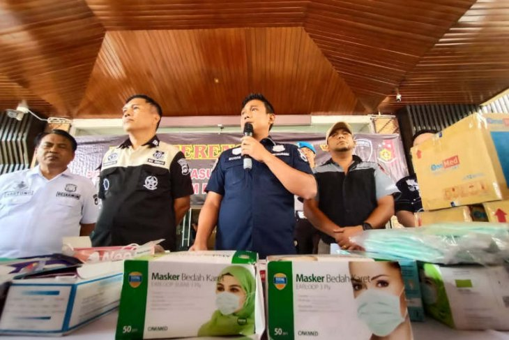 Police arrest three people suspected of hoarding masks in Central Java