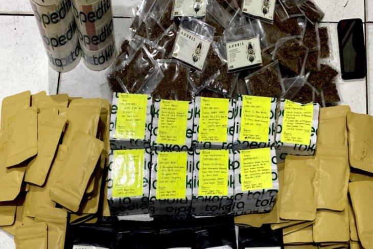 Polda Kalbar gagalkan pengiriman narkoba jenis tembakau gorila asal Pontianak