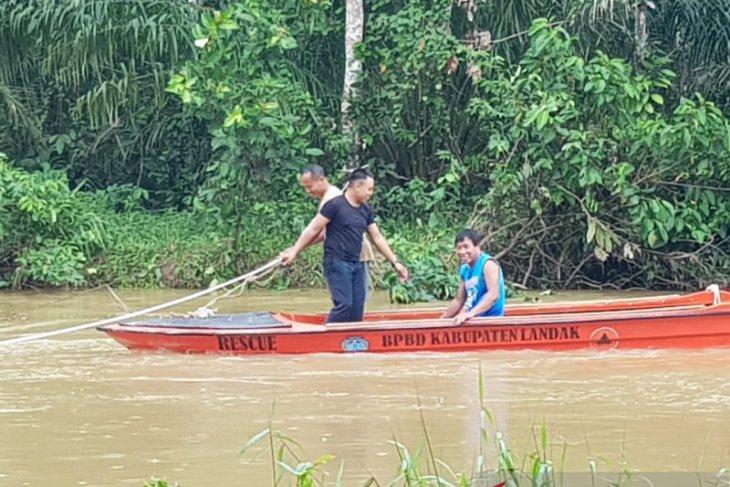 BPBD Landak siapkan perahu di jembatan yang putus akibat banjir