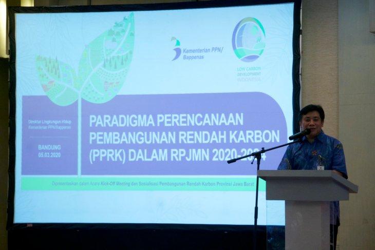 COVID-19 economic  stimulus must support low-carbon development