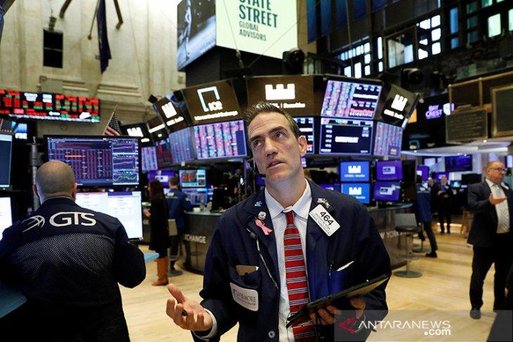Wall Street berakhir bervariasi di tengah antisipasi persetujuan paket stimulus