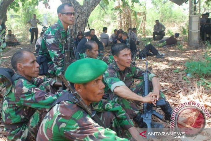 Ratusan personel Polri dan TNI masih siaga di Adonara pascapecah