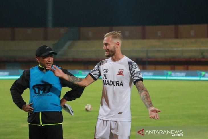 Jacob Pepper jalani latihan perdana bersama Madura United