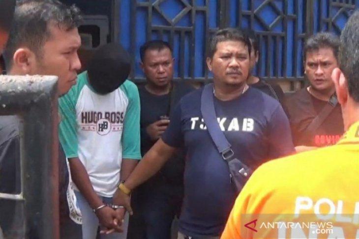 Tersangka pembunuh siswi MTsN Tanjung Balai peragakan 10 adegan