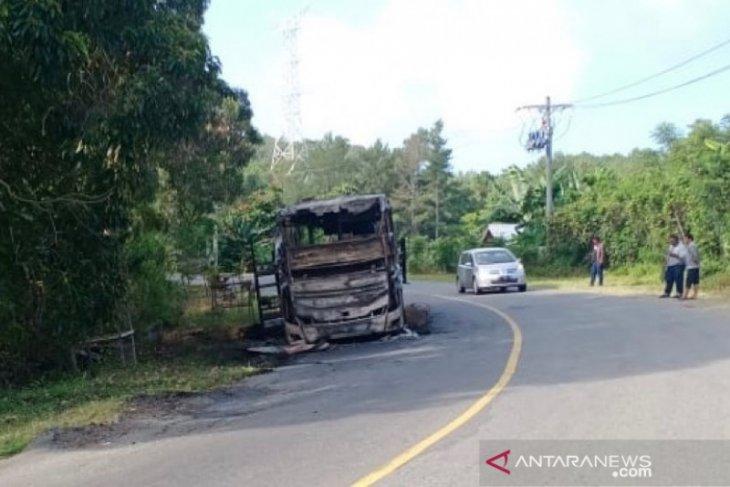 Bus Kurnia ludes terbakar di pegunungan Seulawah