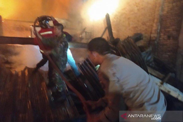Sejumkah ruko di Pasar Mentok terbakar