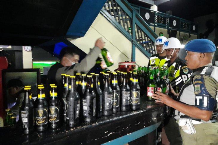 Satpol PP Banten sita ratusan minuman keras dari tempat hiburan malam