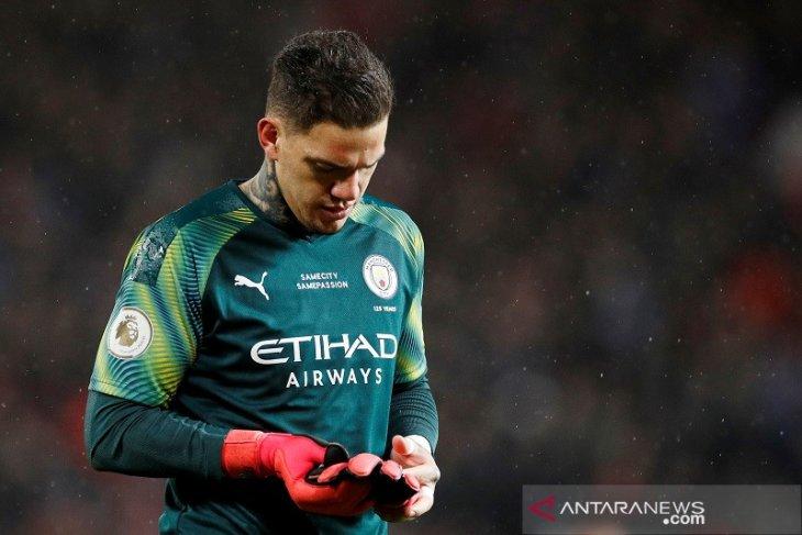 Kiper Manchester City,  Ederson Moraes merebut Sarung Tangan Emas Liga Premier
