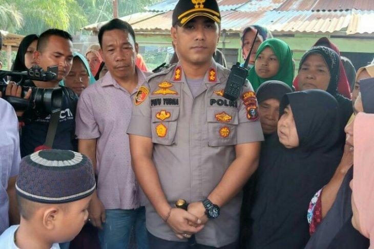 Kapolres Tanjungbalai melayat ke rumah siswi korban pemerkosaan dan pembunuhan