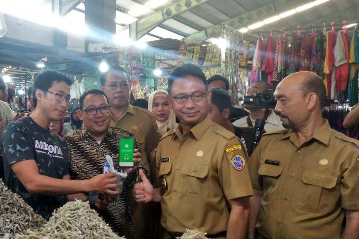 Wali Kota Pontianak  transaksi gunakan QRIS di Pasar Flamboyan