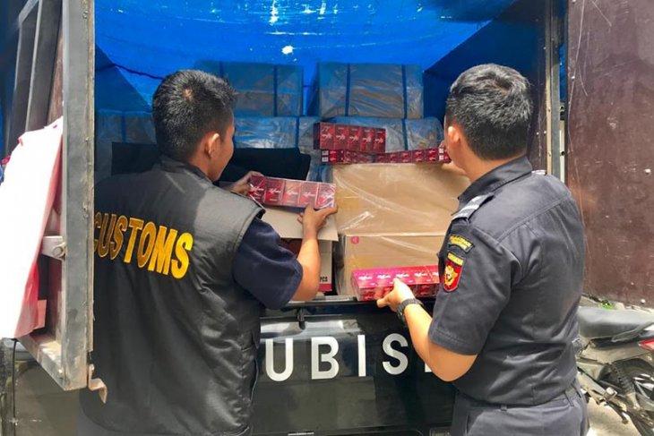 Bea cukai sita ratusan ribu batang rokok ilegal di Aceh