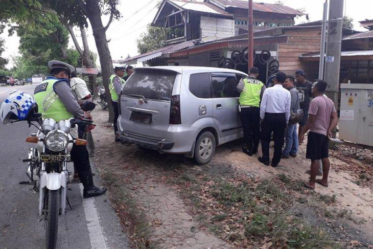 Dirazia polisi, sopir kabur tinggalkan wanita bersama narkoba