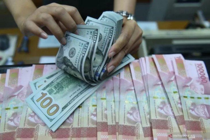 Kamis sore, rupiah dekati level Rp16.000 per dolar